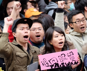 WEEKENDER: Missing jet, Taiwan protests trouble Beijing