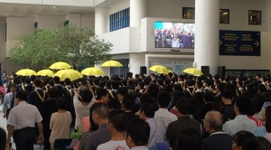 Yellow umbrellas show up at HKUST graduation ceremony
