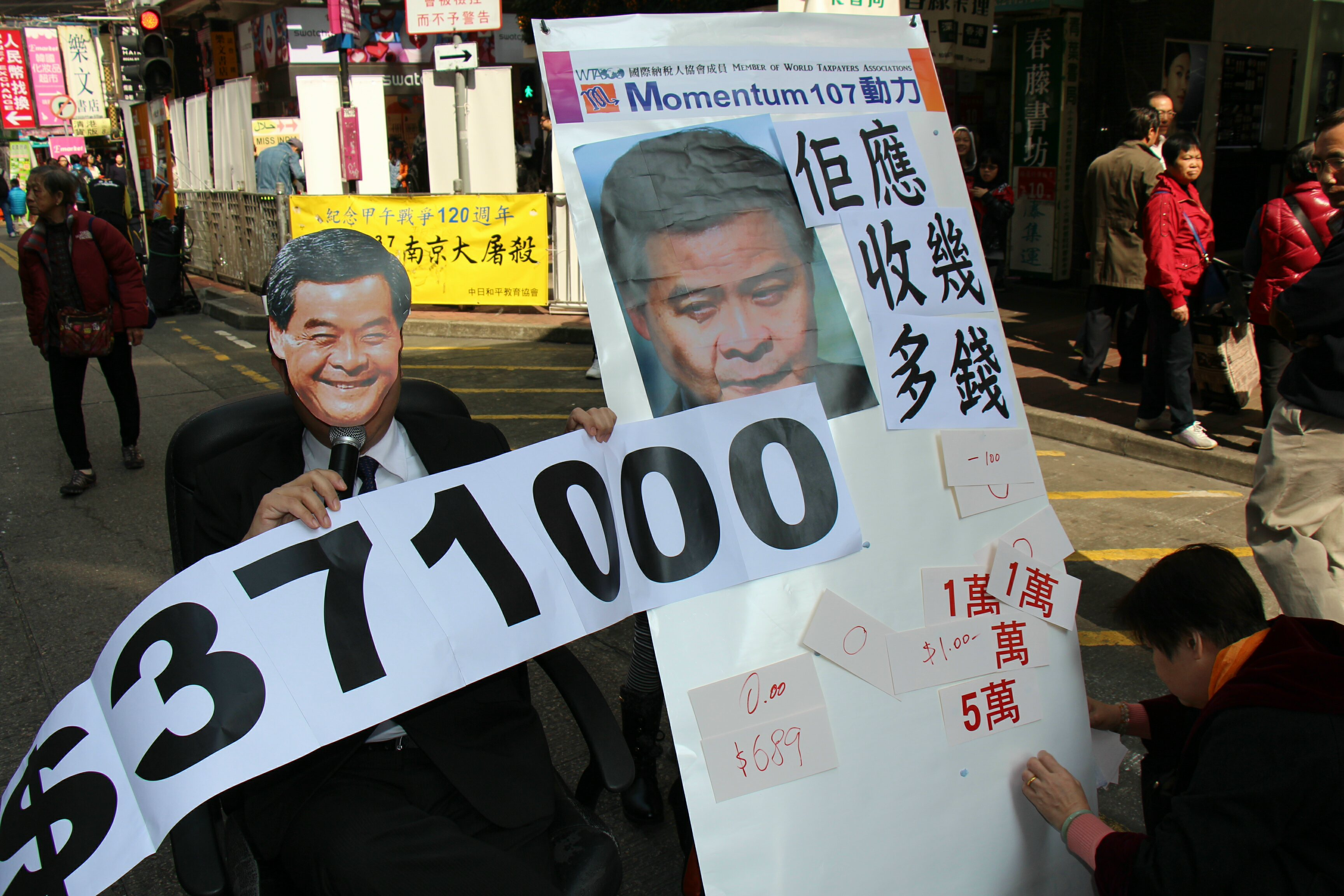 Activists are questioning Chief Executive CY Leung's decision to grant himself and his cabinet ministers higher pay from next month. Photo: Momentum 10
