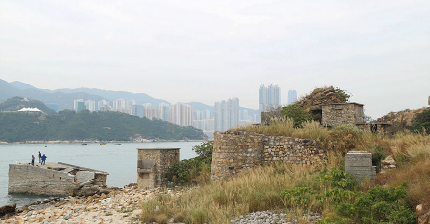 Desolate stone houses and the old quarry can still be found at Lei Yue Mun Point. Photo: pfigaron.net