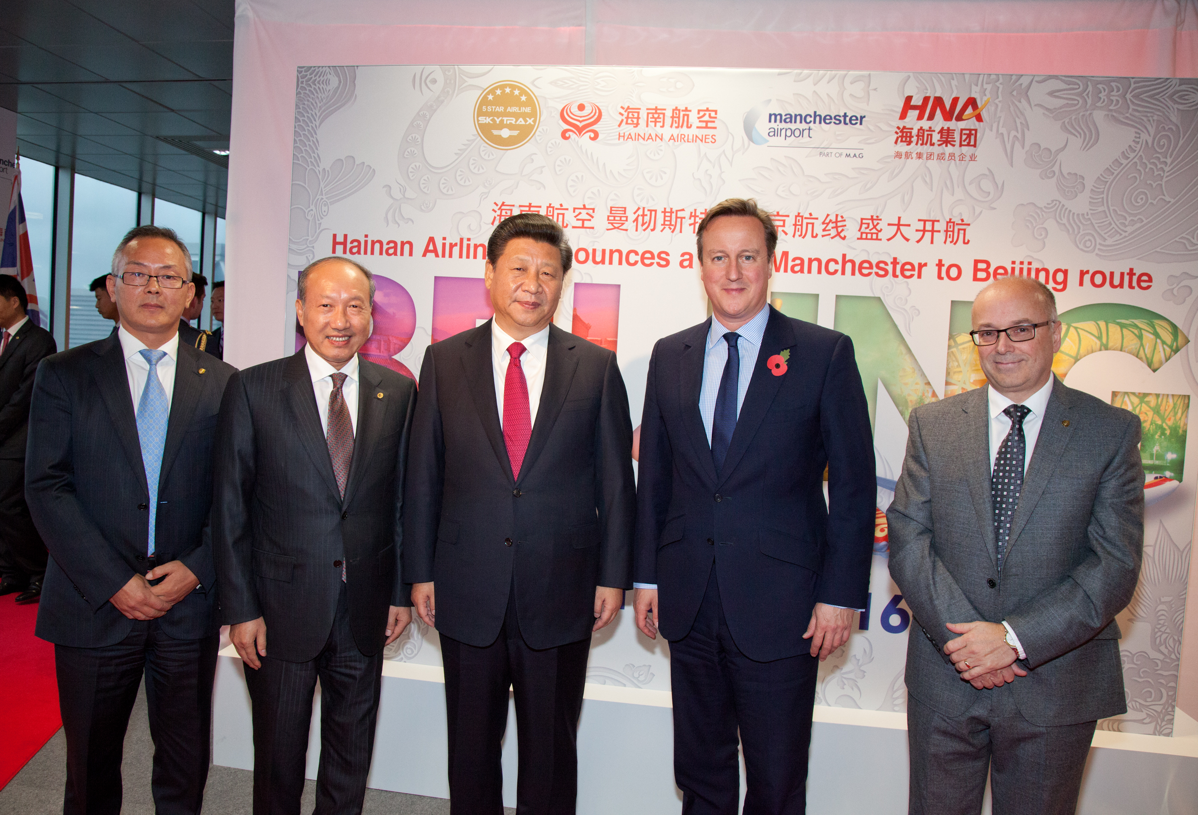 Chinese President Xi Jinping (center) and former British Prime Minister David Cameron (2nd, right) with Chen Feng (2nd, left) and other officials at the launch of HNA's direct flights between Beijing and Manchester. Photo: HNA