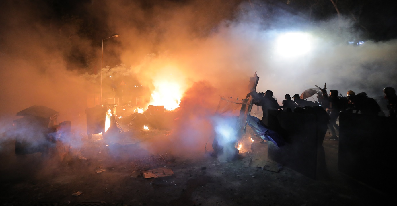 Protesters set barricades on fire as police storm the Chinese University of Hong Kong campus on Tuesday night. Photo: HKEJ